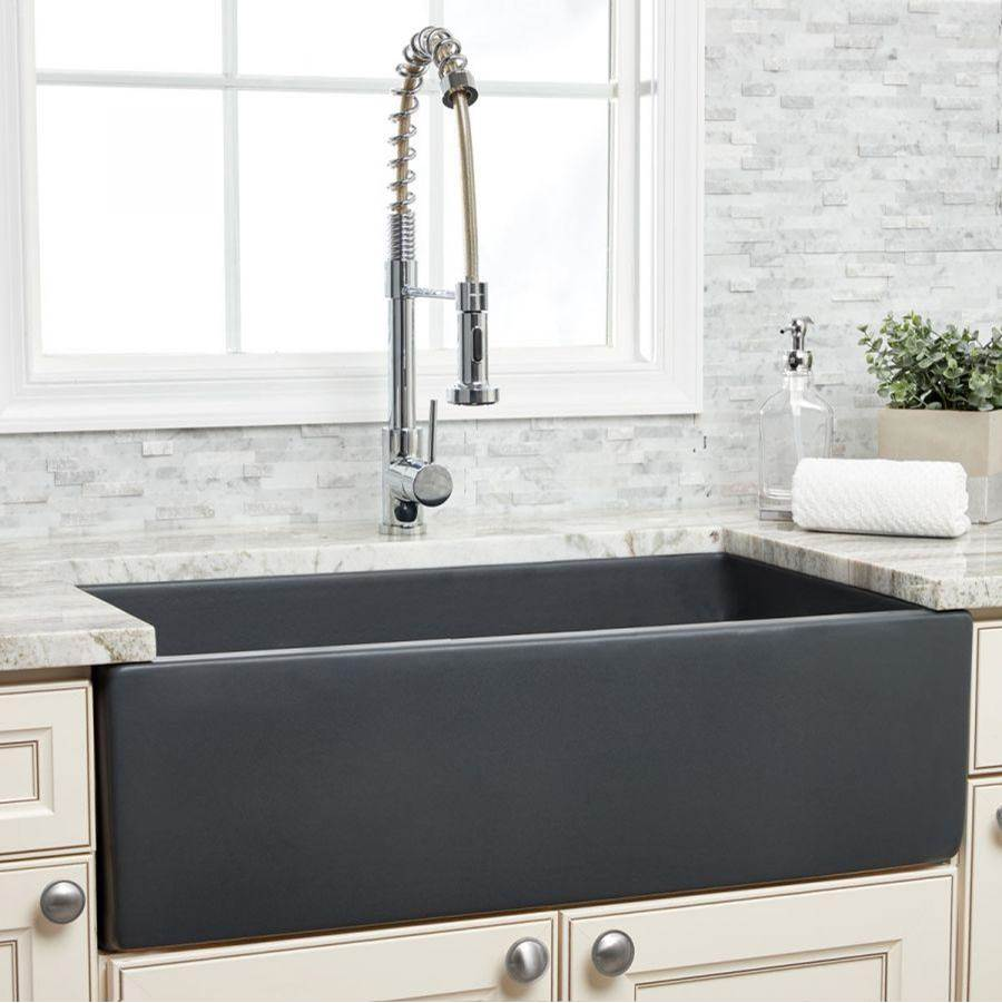 Maidstone 33'' X 18'' Reversible Fireclay Farmhouse Sink